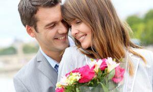 Як зрозуміти, що чоловік закоханий: по листуванню, погляду, жестів, очам, на відстані, психологія