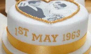 Торт на золоте весілля: десерт з мастики для бабусі й дідусі