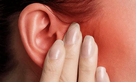 Вуха горять